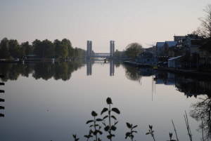 Sommarmorgon vid kanalen